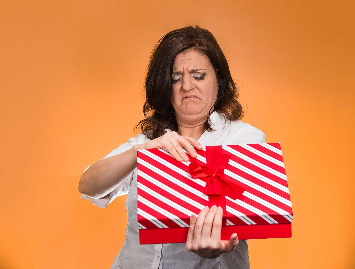 Возвращать подарки не прилично